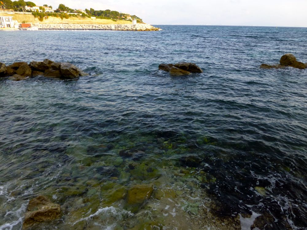 Crystal clear water along the coastline walk from Carry le Rouet, Provence