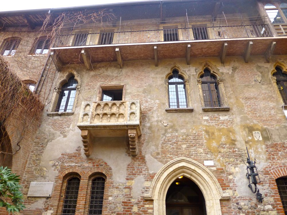 Juliet's house, Verona, Italy,home of the Cappelletti family and Shakepeare's Juliet!