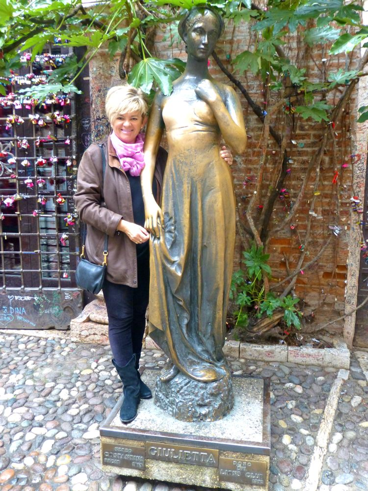 Juliet's house, Verona, Italy,by the statue of Shakepeare's Juliet!