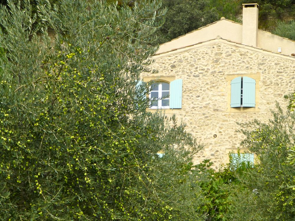 Small Provencal windows, to protect against the Mistral