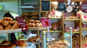 Shopping and dining in Lumrarin, Inside the Lourmarin boulangerie