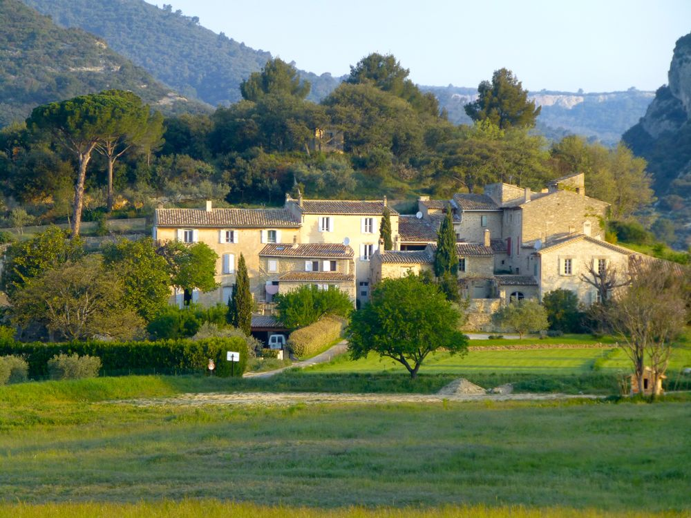 Lourmarin hamlet in the early morning, The Luberon Valley, Provence, France