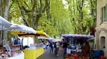 Market day in Lourmarin, Lourmarin, Provence, France