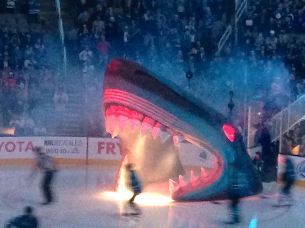 San Jose Sharks arriving in the match against the Toronto Maple Leafs