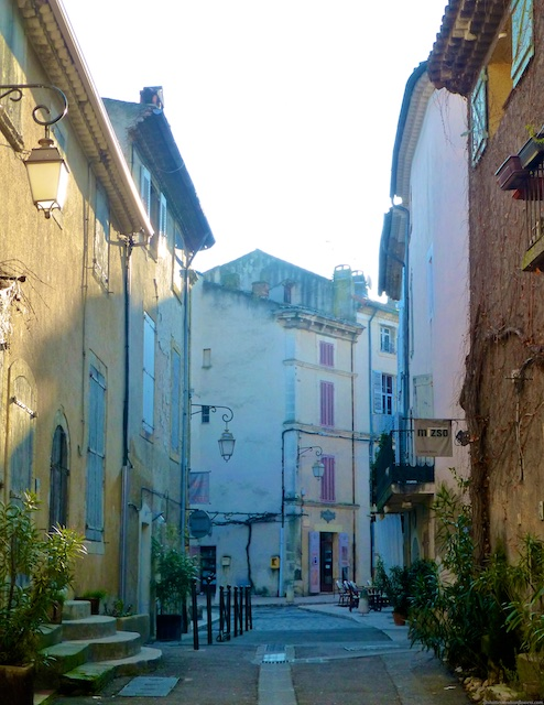 Strolling the streets of Lourmarin at first light