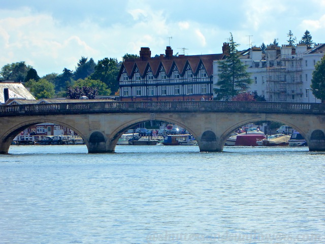 Henley Bridge, over the River Thames at Henley-on-Thames, Oxfordshire