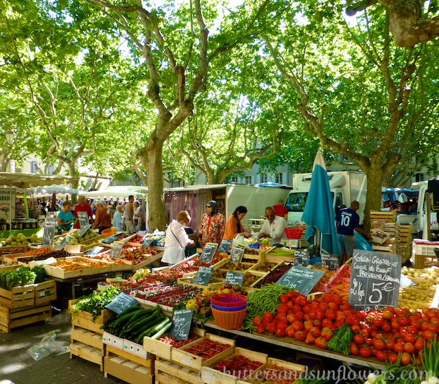 Travel tips for visiting the markets of Provence