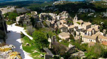 Plan a visit to Lourmarin, visit Les Baux de Provence