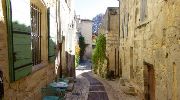 A video glimpse into Uzes along the Streets of Uzes