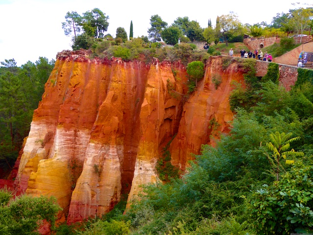 Roussillon, red ochre gorge, Luberon perched village,Vaucluse,Provence