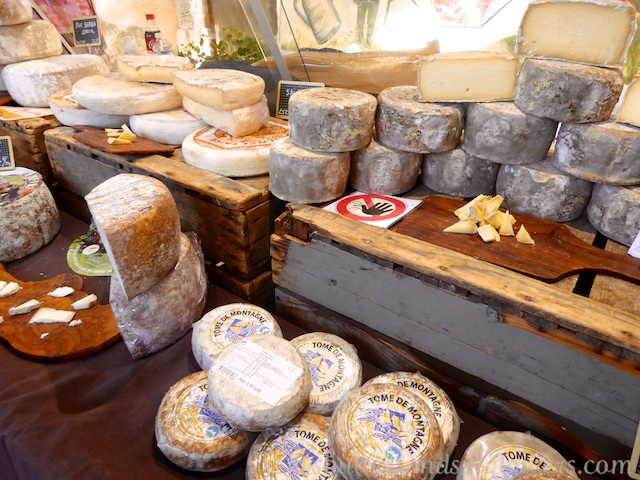 Cheese in Lourmarin's Friday market, Luberon, Vaucluse, Provence, France