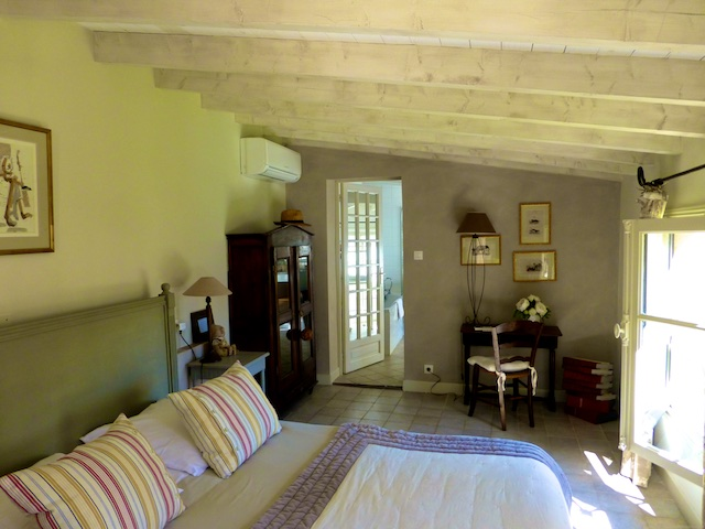 Travel Guide, accomodation, Uzes, nr Provence, Languedoc Roussillon, France