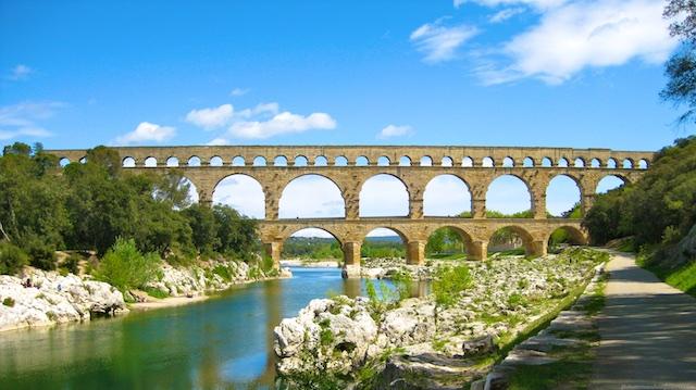 Travel Guide, Pont du Gard, Uzes, nr Provence, Languedoc Roussillon, France
