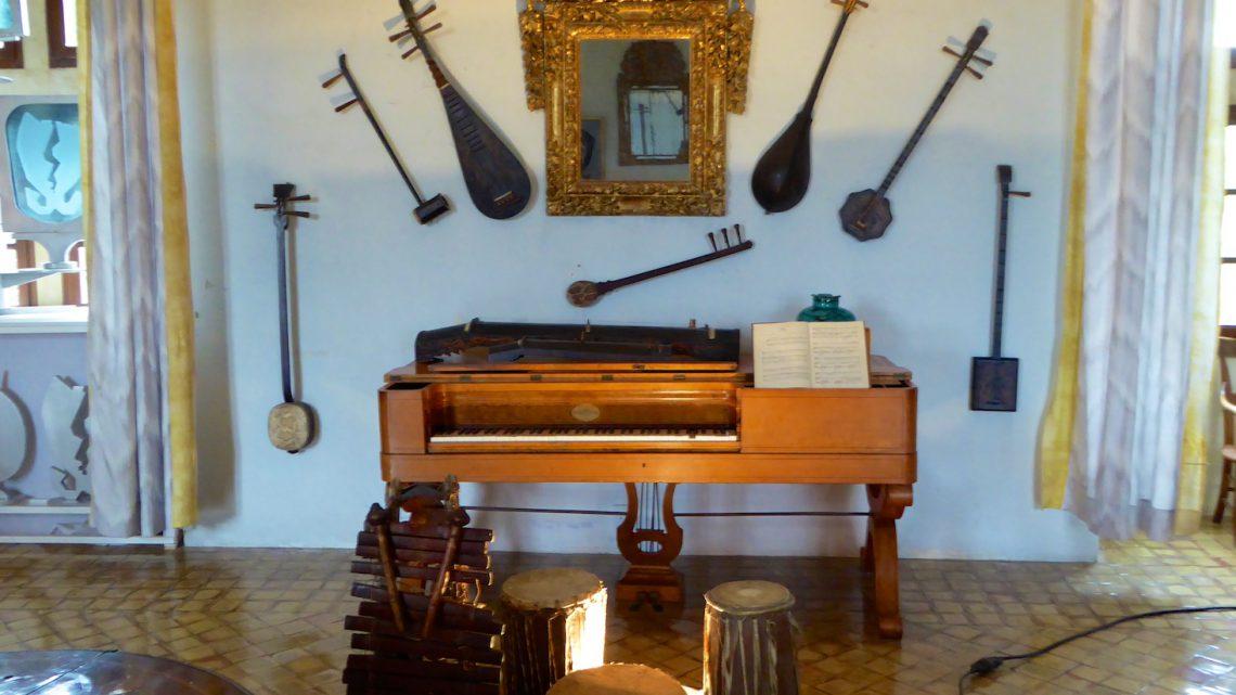 Inside the Lourmarin chateau