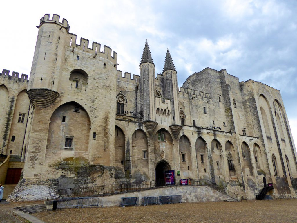 Plan a stay in Lourmarin visit,Le Palais des Papes, Avignon