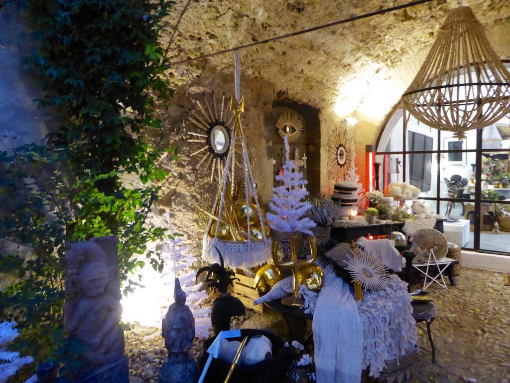 912 Arty Gallery, Lourmarin, Luberon, Provence