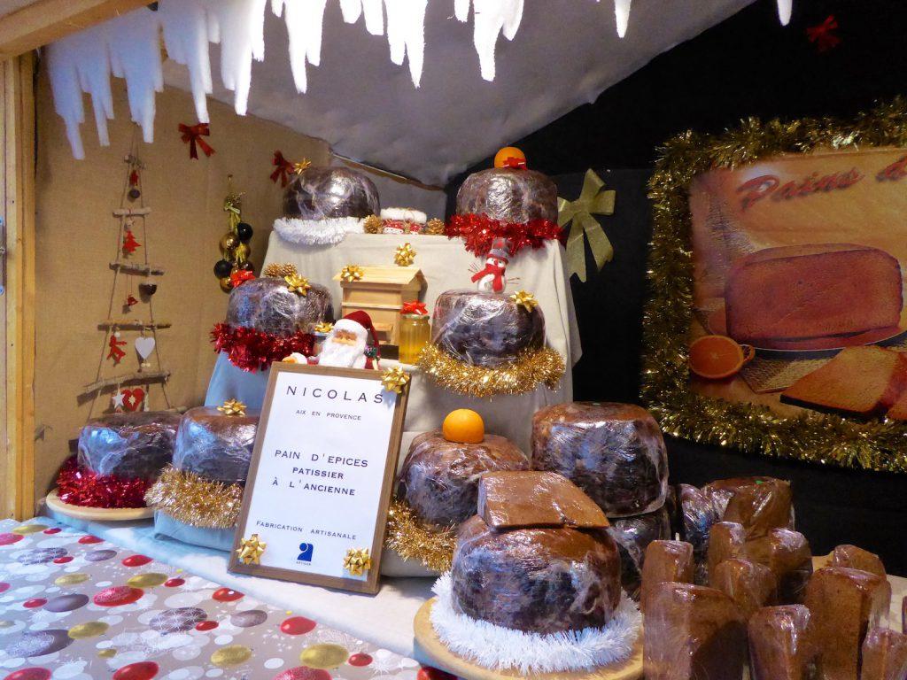 Marché de Noël cake stall in Aix en Provence, Bouche du Rhone, Provence, France