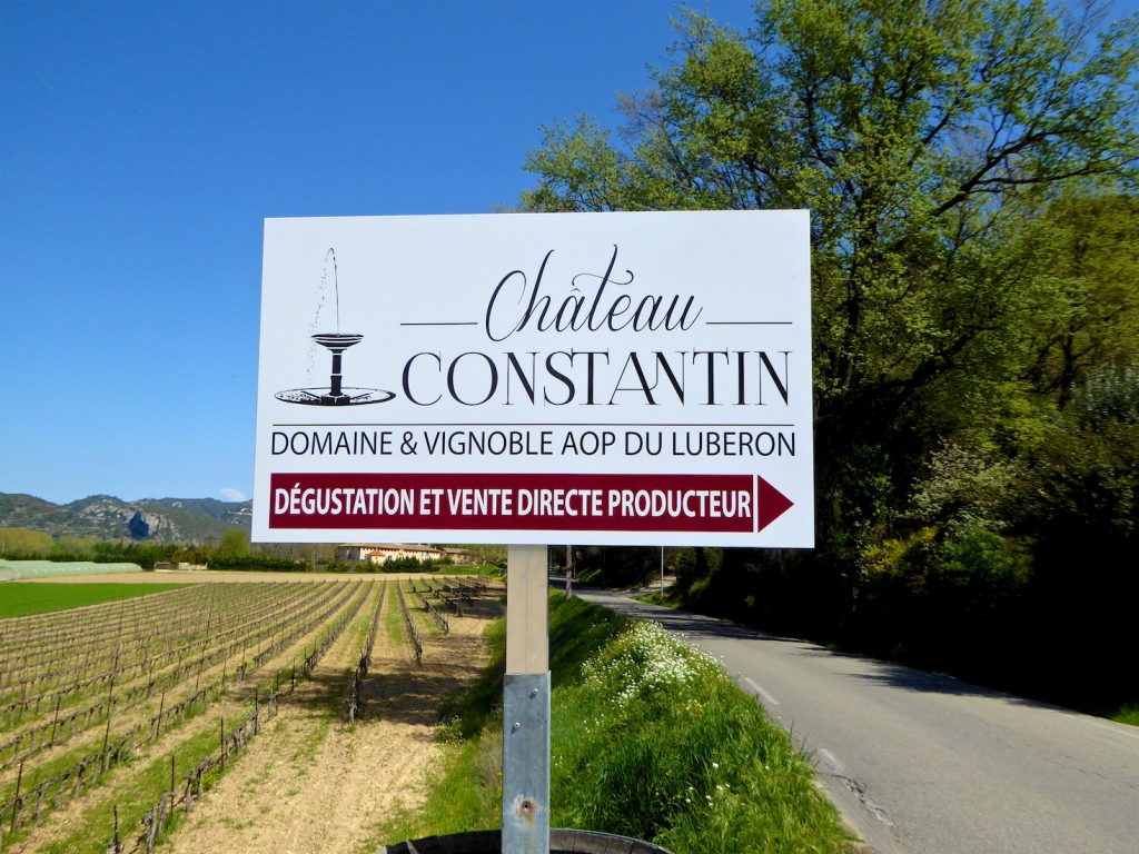 Sign post for Le Château Constantin, Lourmarin, Luberon, Vaucluse, Provence, France