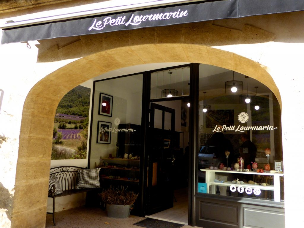 La Maison FRANC Lourmarin, Luberon, Provence, lavender wands and boules