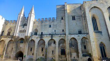 Plan your stay in Lourmarin, visit Palais des Papes, Avignon, Vaucluse, Provence, France