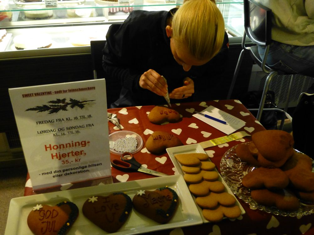 Decorated Gingerbread hearts, personalised in Copenhagen's Glass market, Copenhagen
