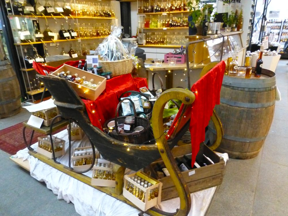 Santa's sleigh at the olive oil store in Copenhagen's Glass market