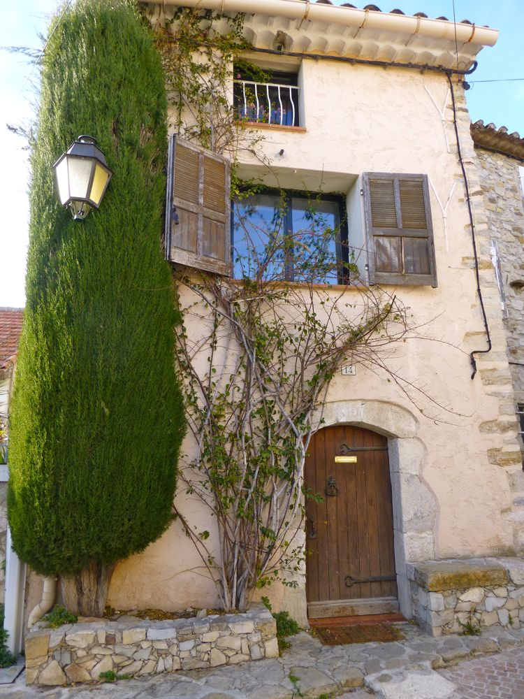 A provencal house at Les Castellet in spring