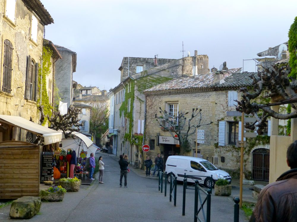 Walk through Lourmarin after the market, Luberon, Provence, France