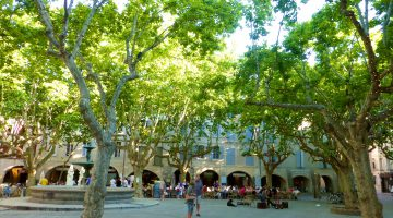 In Place-aux-Herbes, Uzes