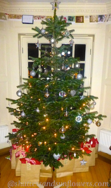 Christmas Eve, stories by the Christmas Tree