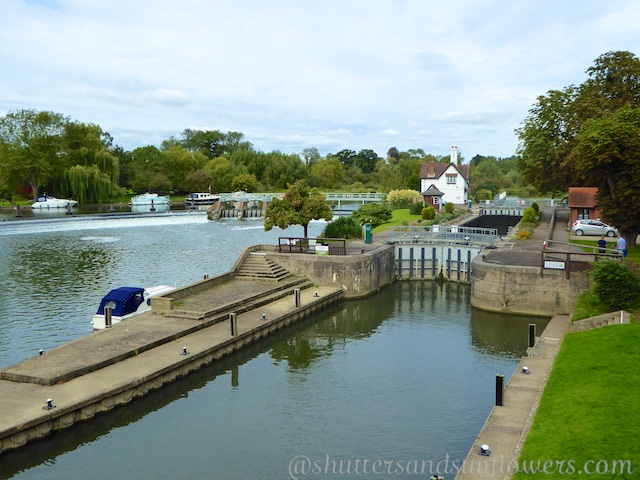 Goring and Streatley Lock on the River Thames
