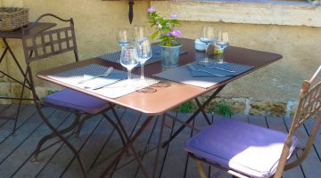 Somewhere to eat in the Luberon near Lourmarin, Provence, France