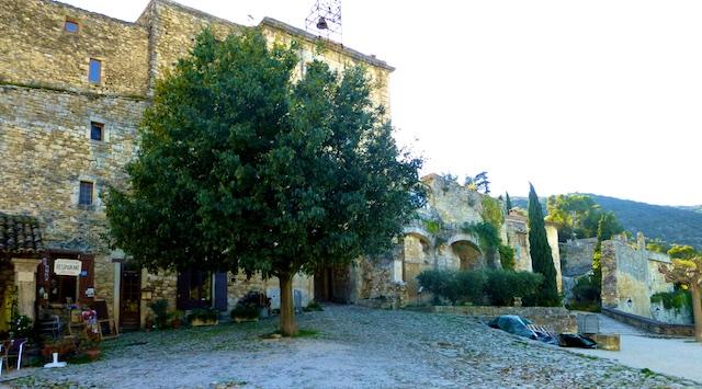 Le Petit Cafe, Place Croix, Oppède-le-Vieux, Luberon, Vaucluse, Provence, France