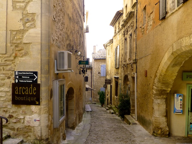 Streets of Gordes, Luberon, Vaucluse, Provence, France