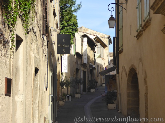 Streets of Lourmarin village, Luberon, Vaucluse, Provence, France