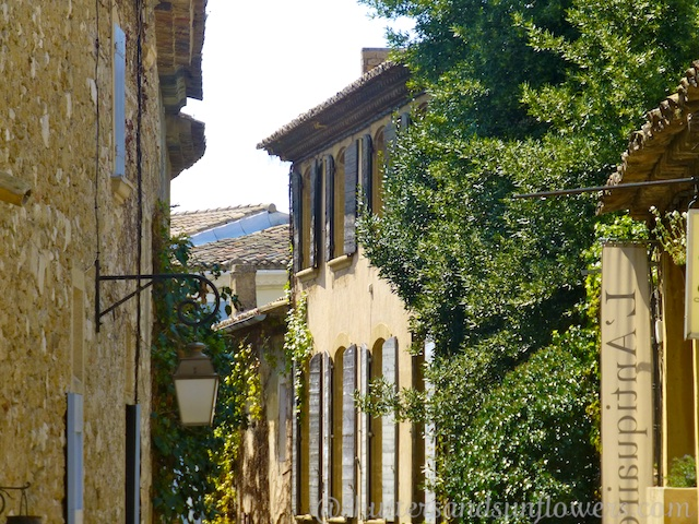 PDF Travel guide to Lourmarin, Luberon, Provence, France