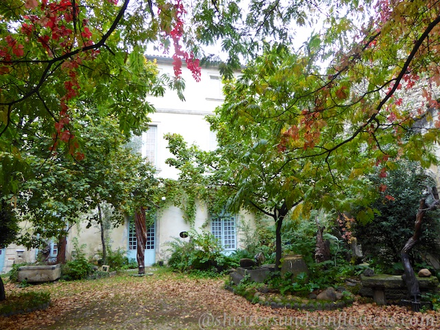A courtyard in St Remy-en-Provence in autumn
