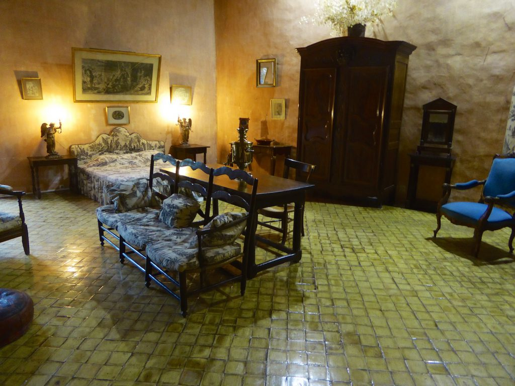 Bedroom in the Lourmarin chateau, Lourmarin, Luberon, Vaucluse, Provence, France