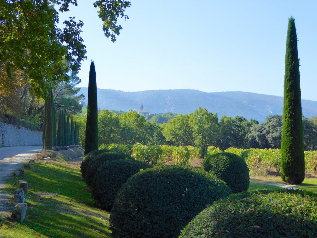 Plan a stay in Lourmarin visit Chateau Canorgue
