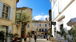 Plan a stay in Lourmarin, Luberon, Vaucluse, Provence
