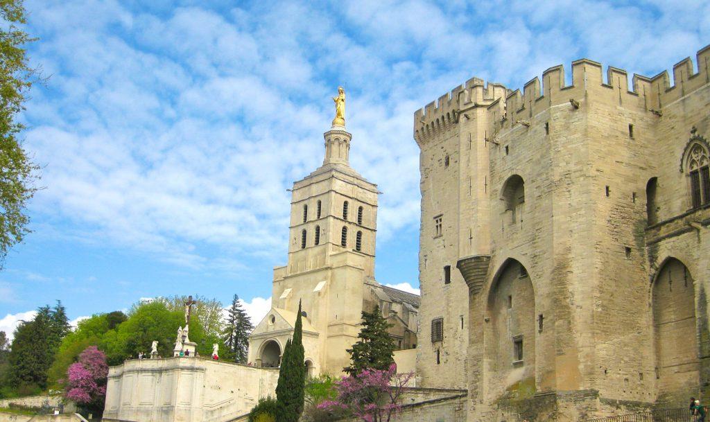 Lourmarin Travel Guide Luberon, Provence, France visit Avignon & Palais des Papes