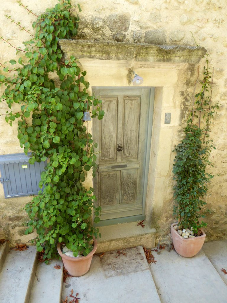 Doorway in Grambois, Luberon, Vaulcuse, Provence, France