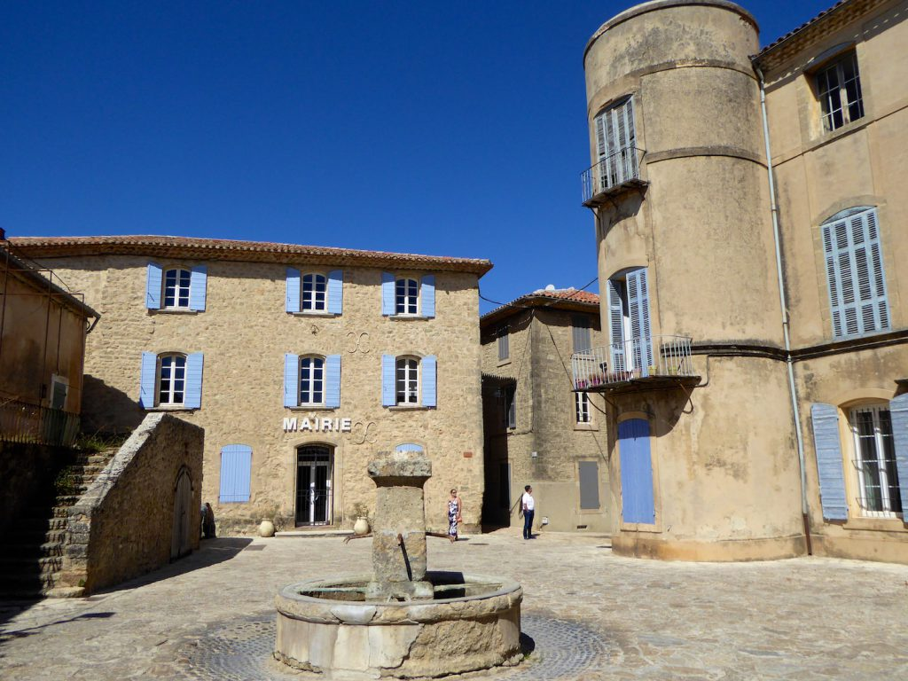 Central square Grambois, Luberon, Vaulcuse, Provence, France