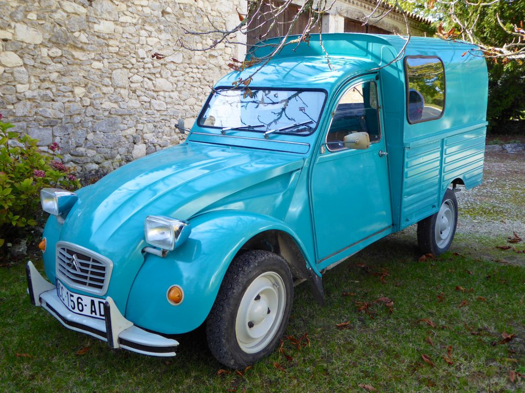 2CV van to drive to the Issigeac Market, Dordogne, France