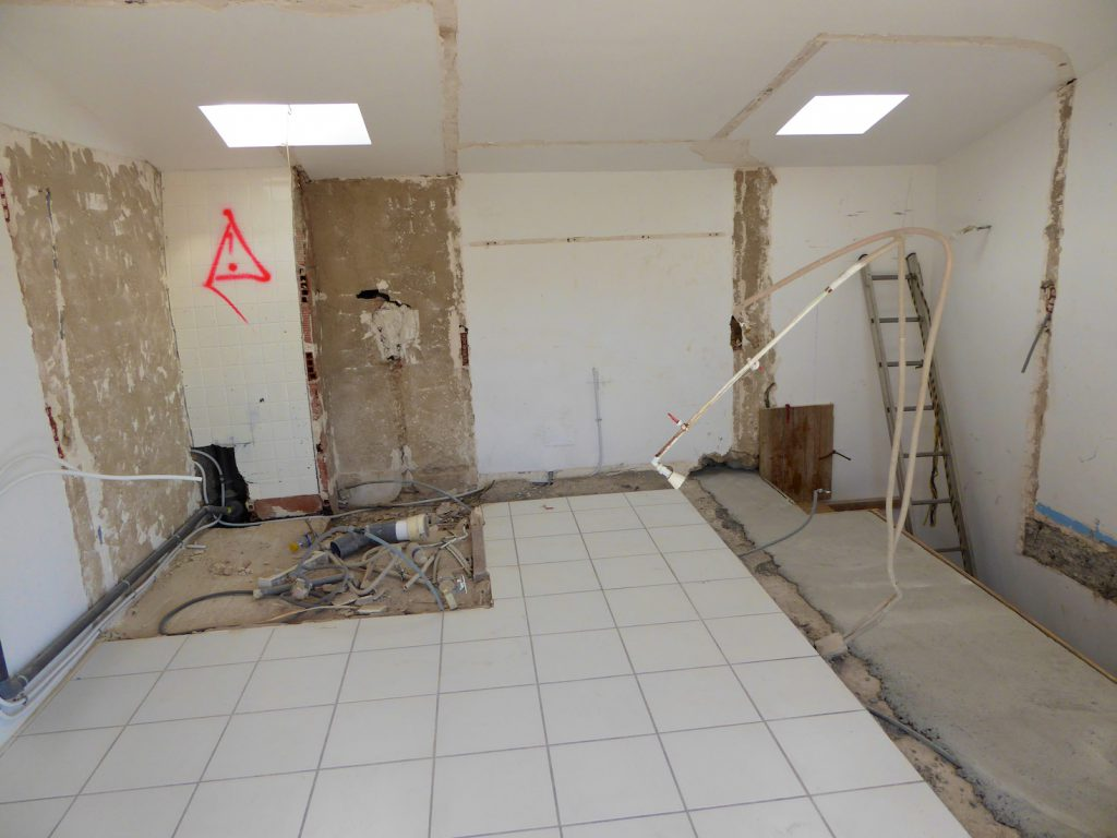 Demolition for a new kitchen in a Lourmarin maison de village in Provence