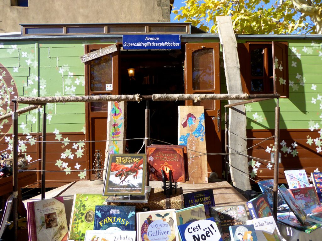 Book stall at Château Val Joanis Marché de Noël, Pertuis, Luberon, Provence, France