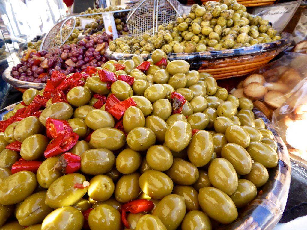 Olives in Lourmarin market, Lourmarin, Luberon Vaucluse, Provence