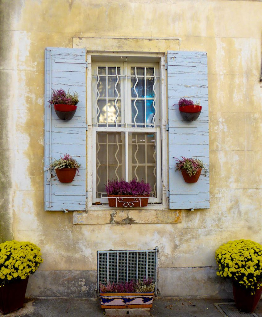 Autumn shutters in Provence