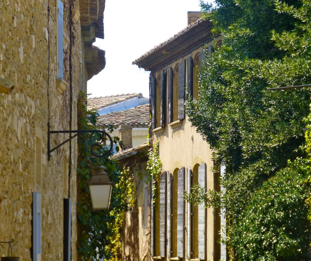 Things I love about Provence, its shutters