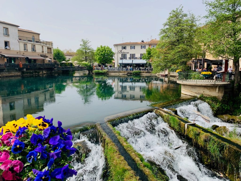 By the water in l'Isle sur la Sorgue at Antiques market, Luberon, Vaucluse, Provence, France